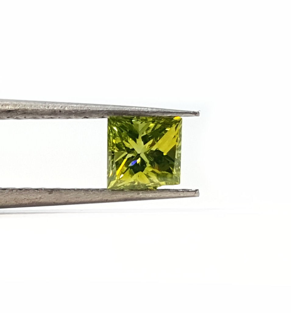 32pt. Princess cut Green color Irradiated, VS2 diamond