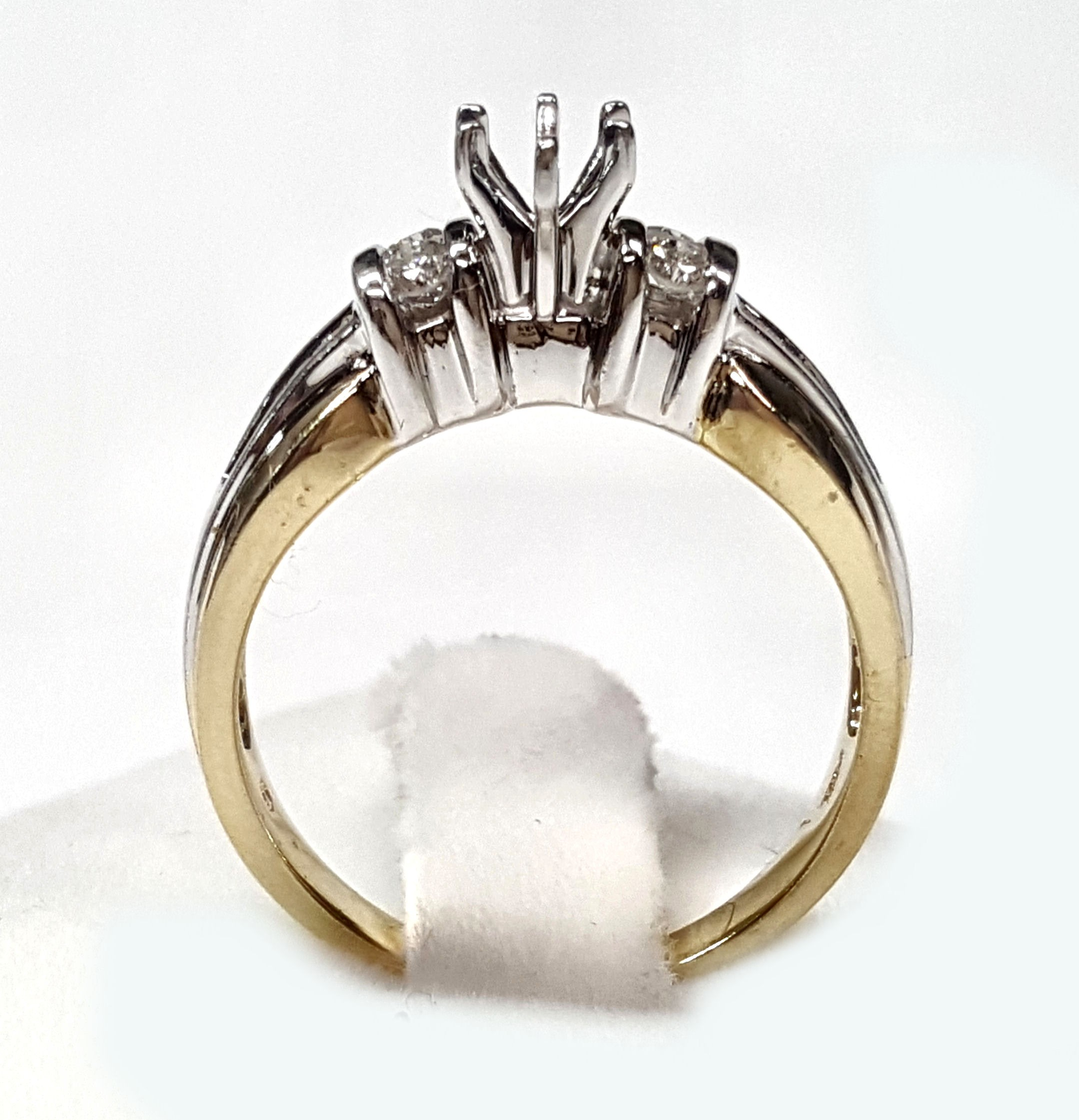 Baguette & Round diamond engagement ring mounting 32pts t w