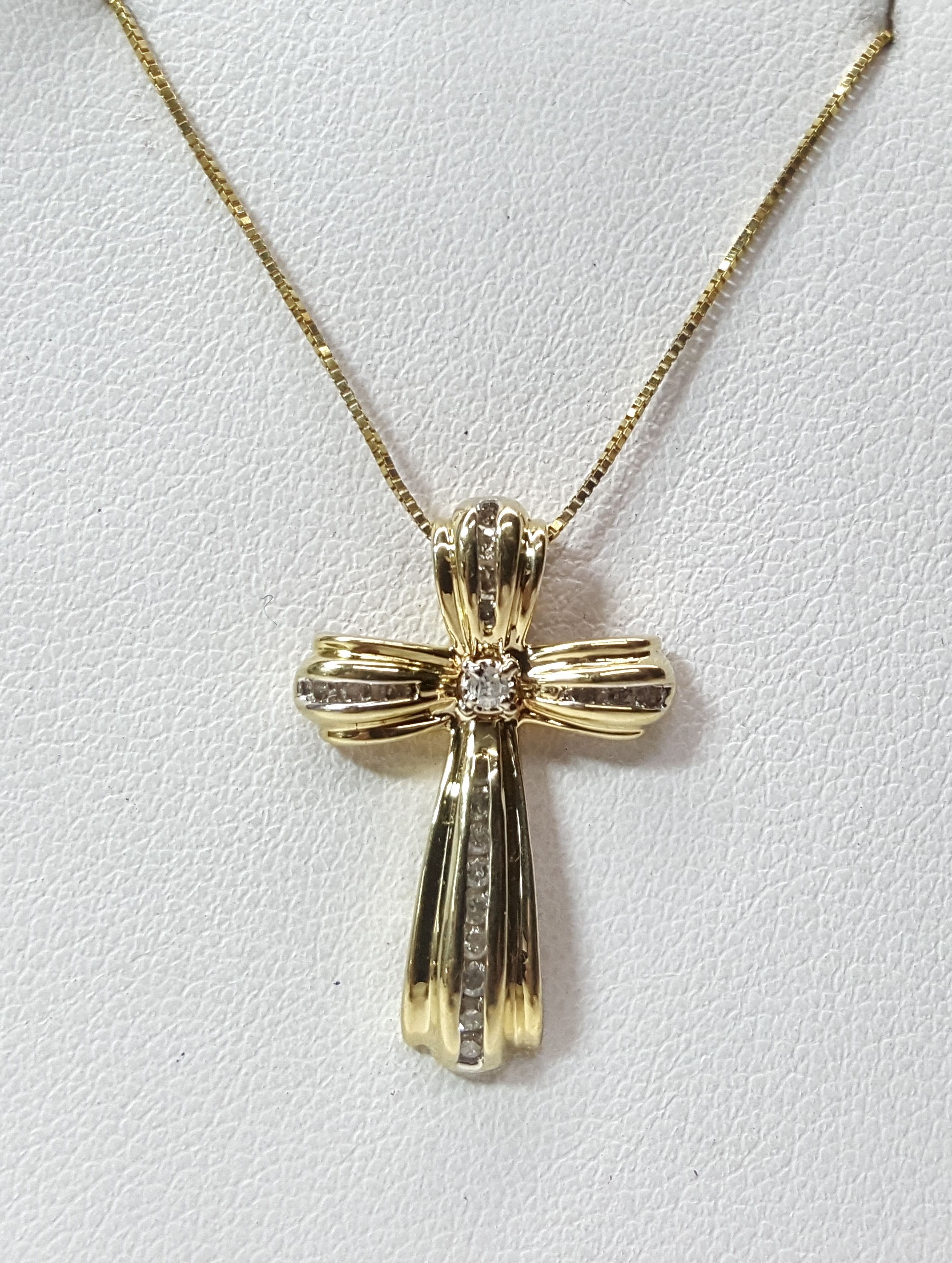 Cross Pendant w/ Diamonds, Grooved Style Setting in 14kt